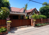 Singe story bends 2baths house for rent