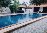 Singe house with large swimming pool for rent