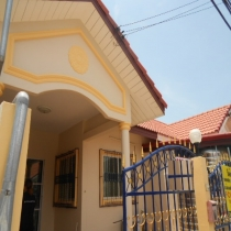 Town House for Rent  On Soi Khaonoi